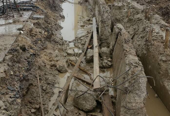 Ведутся работы по устройству ограждения котлована (тип «стена в грунте» с форшахтами), выполнено 50%.