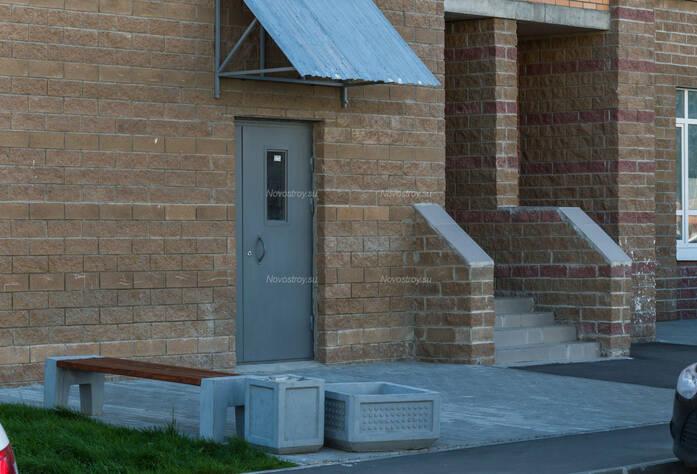ЖК «в поселке Тельмана (микрорайон № 1)»: входная группа корпуса 9