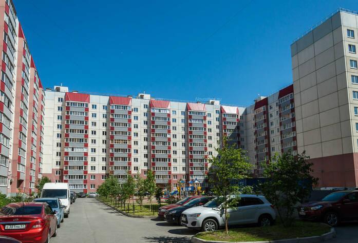 ЖК «в поселке Тельмана (микрорайон № 1)»: общий вид здания и детская площадка
