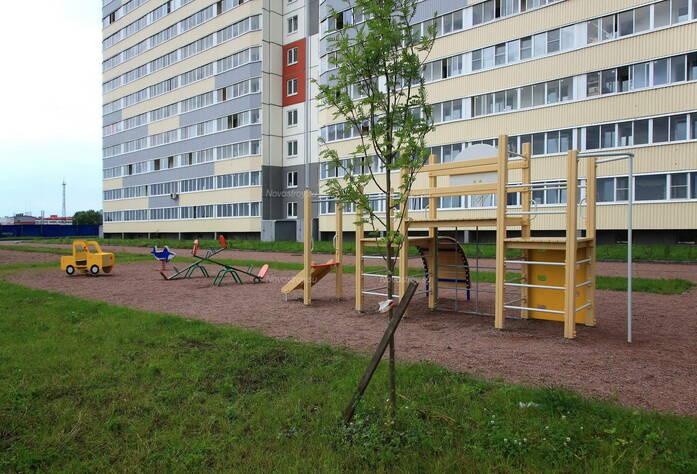 ЖК «в посёлке Тельмана» (мкр. 5): придомовая территория 1-го корпуса.