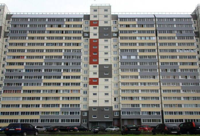 ЖК «в посёлке Тельмана» (мкр. 5): вид корпуса с придомовой территории