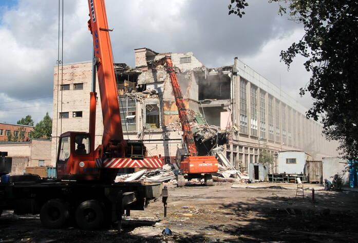 ЖК «Богатырь 3» (снос старого здания на строительном участке)