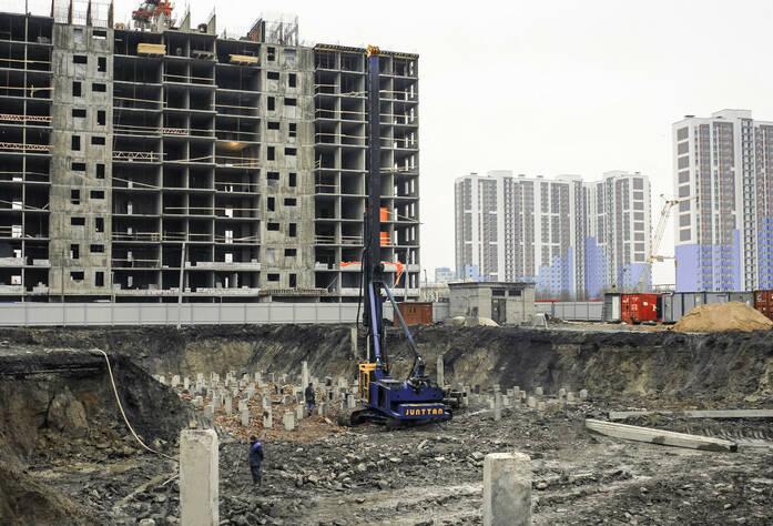 ЖК «Bau Haus»: Забивка свай под корпусом Б