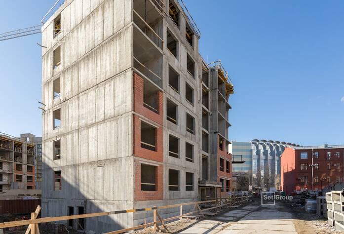 Производятся работы по армированию и бетонированию стен, перекрытий: