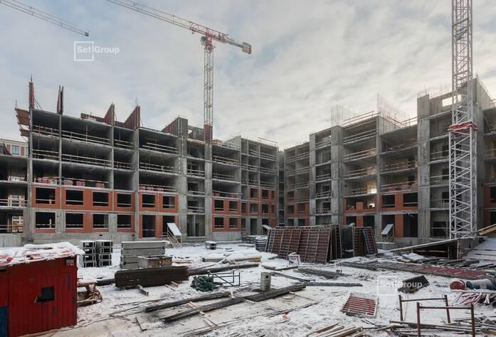 Ведутся работы по устройству монолитных конструкций: