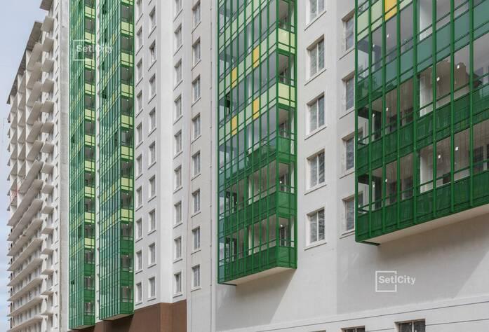 Завершаются работы по устройству фасадов с балконов 1-7 секции.