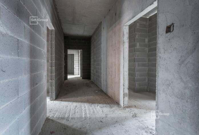 Завершаются работы по армированию и бетонированию надстроек кровли 1-3 секций, выполнено 90%.