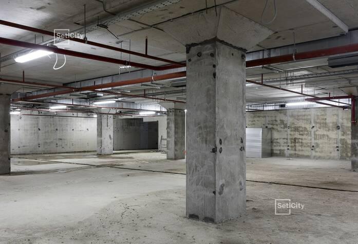 Завершаются работы по горизонтальной разводке систем водоснабжения, канализации, отопления и вентиляции в подвале, готовность 97%.