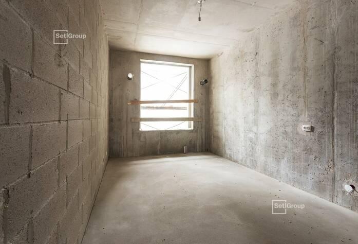 Ведутся работы по установке электрической фурнитуры в квартирах, готовность 40%.