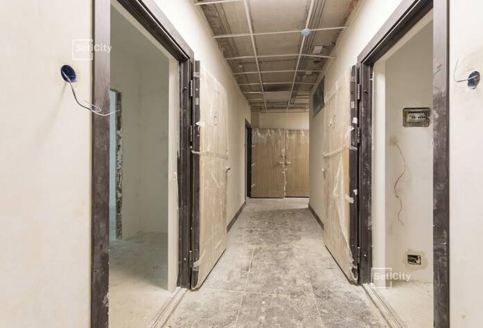 Заканчиваются работы по горизонтальной разводке систем водоснабжения, канализации, отопления и вентиляции в подвале.