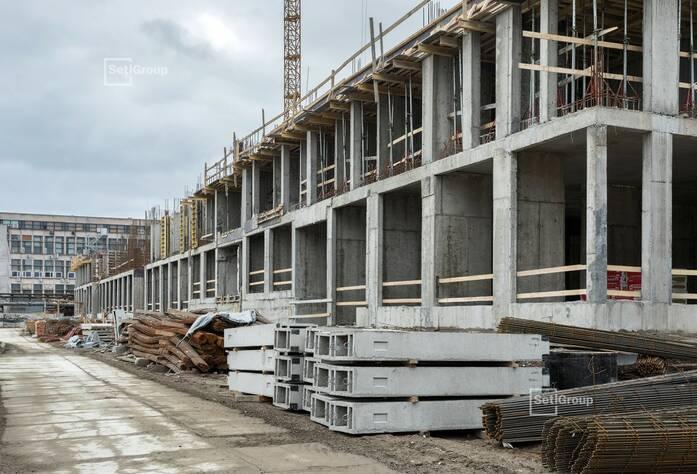 Завершено бетонирование стен и перекрытий 1 этажа.