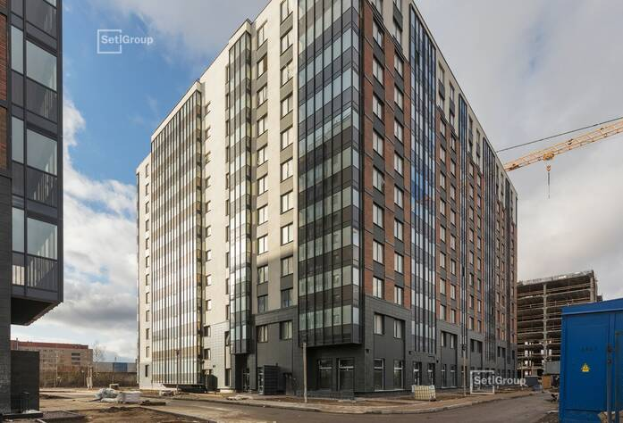 Осуществляются работы по укладке плитки в с/у квартир на уровне 8-12 этажей.