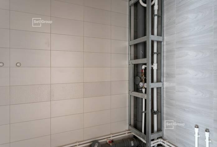 Завершаются работы по устройству керамогранита вентилируемого фасада.