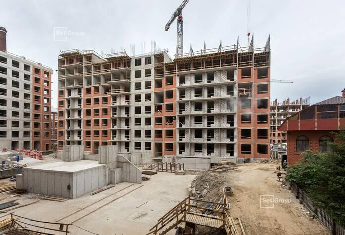 Ведутся работы по армированию и бетонированию стен, плит перекрытий: