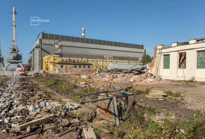 Выполняются работы по демонтажу наземной части зданий и сооружений, готовность 70%.
