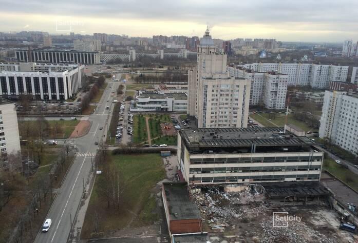 Демонтировано 30% строительных конструкций зданий.
