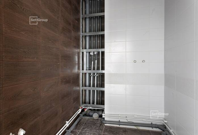 Близки к окончанию пусконаладочные работы лифтового оборудования.