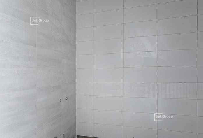 Выполнены работы по устройству стяжек полов в квартирах и МОП.