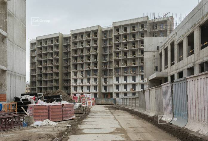 Выполняются работы по линейному монтажу электрической сети квартир на уровне 9 этажа.