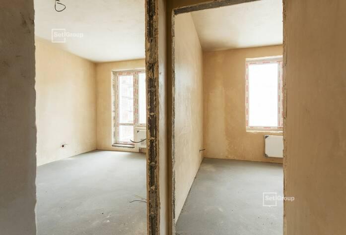 Производятся работы по устройству каменной кладки наружных стен и внутренних перегородок на уровне 11 этажа.