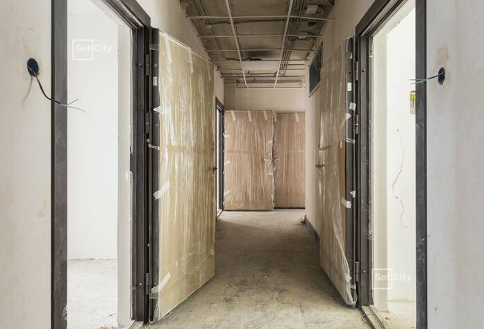 На 99% выполнены работы по горизонтальной разводке систем водоснабжения, канализации, отопления и вентиляции в подвале.