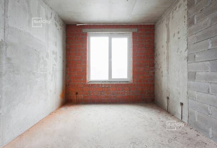 Выполняется армирование и бетонирование стен: