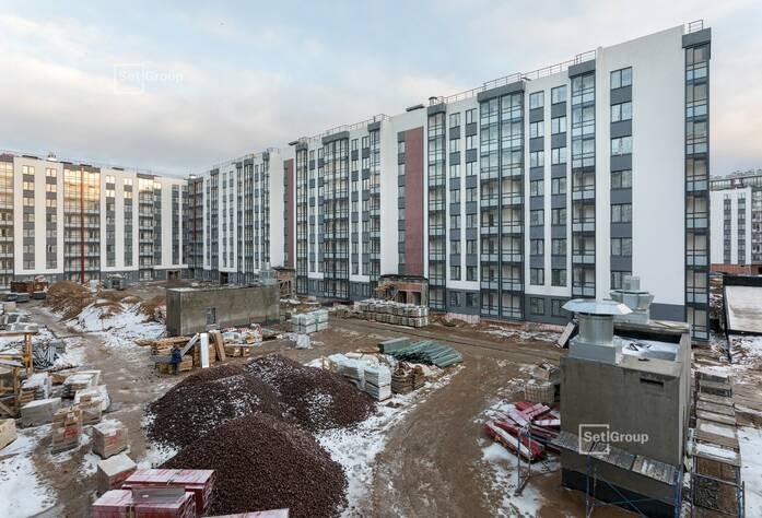 Близки к окончанию работы по монтажу радиаторов в квартирах, готовность 95%.