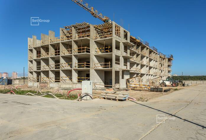 Завершены работы по устройству стен и плит перекрытий 1-3 секций на уровне 4 этажа.