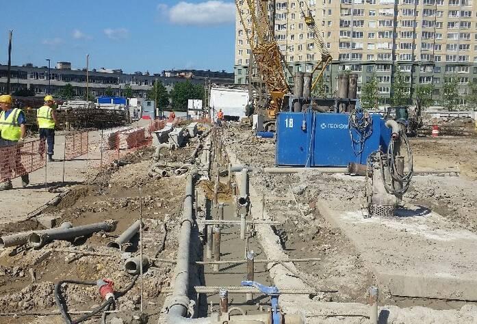 Ведутся работы по устройству ограждения котлована (тип «стена в грунте» с форшахтами), выполнено 23%.