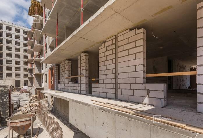 Ведутся работы по армированию и бетонированию стен и плит перекрытий: