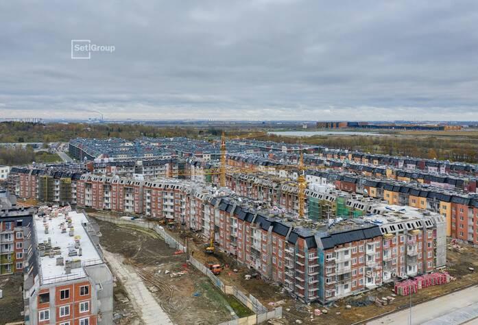 Завершаются работы по устройству стен 5 этажа, готовность 99%.