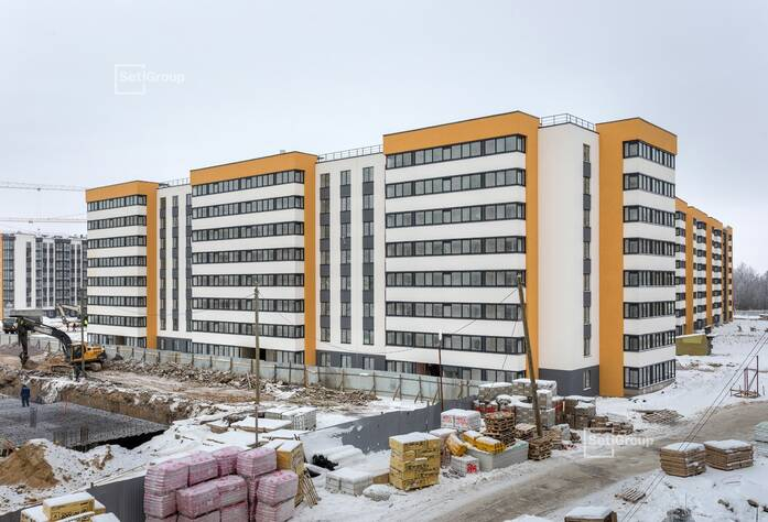 Завершаются работы по устройству натяжных потолков в с/у квартир, выполнено 90%.