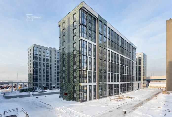 Производятся работы по укладке плитки в с/у квартир на уровне 10 и 12 этажей.