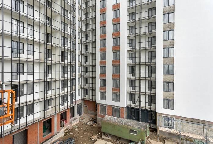 Завершаются работы по устройству «мокрого» фасада здания.