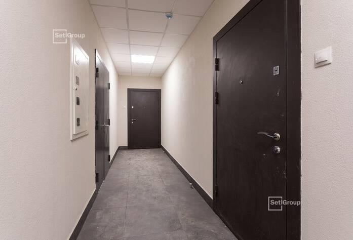 Выполнены работы по монтажу коробов и устройству натяжных потолков в с/у квартир.