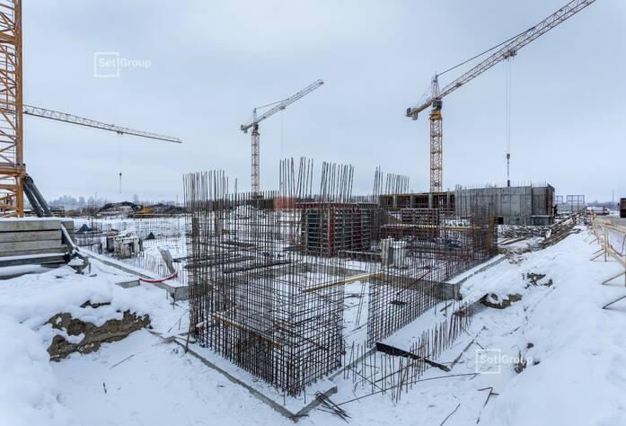 Осуществляются работы по организации строительной площадки.
