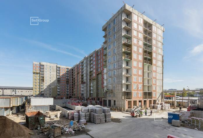 Ведутся работы по линейному монтажу электрический сетей квартир и МОП на уровне 11 и 12 этажей.