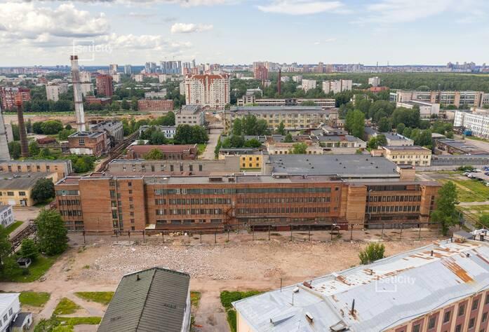 Выполняется подготовка к началу работ по демонтажу существующих зданий и сооружений.