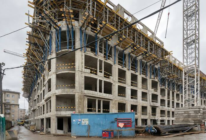 Выполнены работы по устройству монолитных стен и плиты перекрытия 6 этажа.