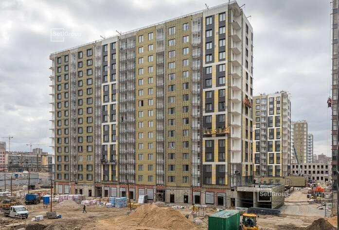 Ведутся работы по монтажу стояков электрических сетей в МОП и линейный монтаж электрической сети квартир на уровне 12-14 этажей.