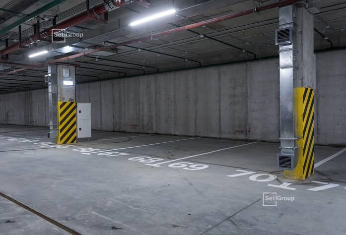 Выполнены работы по окраске МОП и заполнению подвесных потолков.