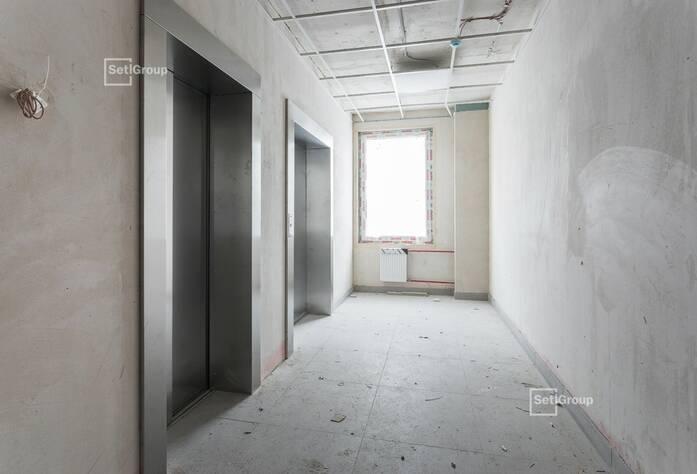 Продолжаются работы по укладке плитки в с/у квартир на уровне 9-12 этажей.