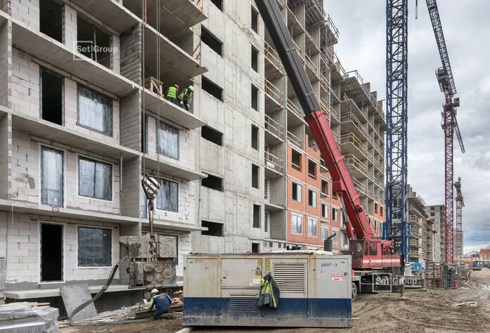 Ведутся работы по устройству монолитных конструкций 10 этажа.