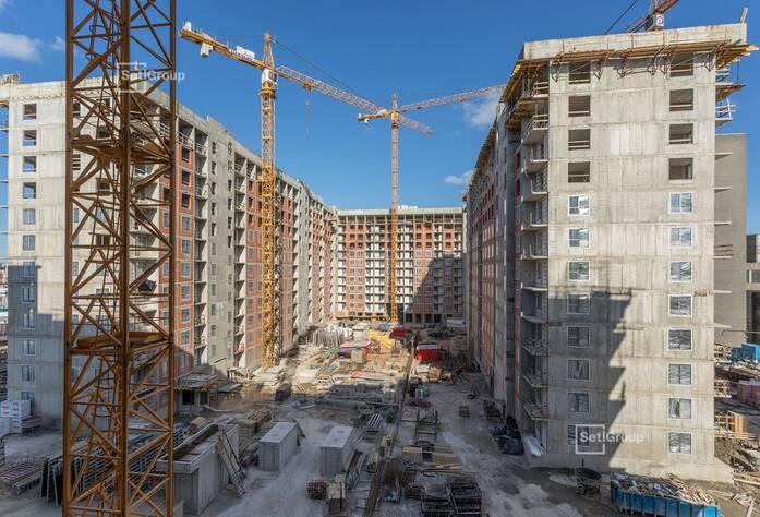 Закончены работы по устройству стен и плит перекрытий на уровне 10-12 этажей.
