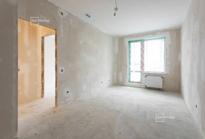 Осуществляются работы по предчистовой отделке апартаментов и МОП, выполнено 70%.