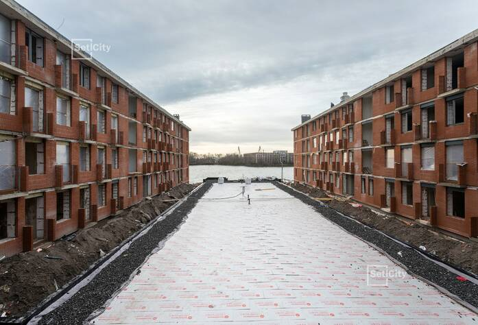 Завершены работы по устройству магистральных инженерных коммуникаций в МОП и квартирах на уровне 4 этажа.