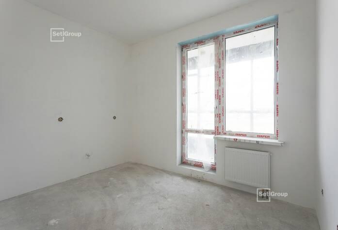 Выполняются работы по укладке плитки в с/у квартир на уровне 15 этажа.