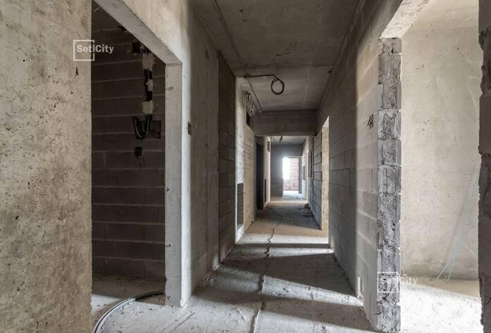Производятся работы по устройству каменной кладки стен, выполнено 95%.