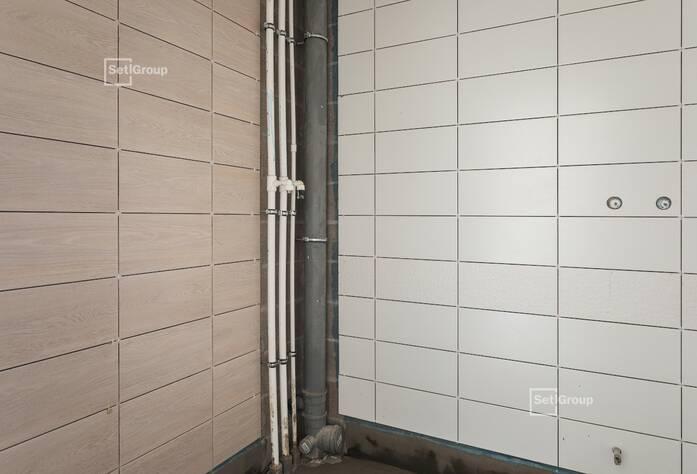 Ведутся работы по устройству трубопроводов ливневой канализации и технического этажа (подключение к наружным сетям).