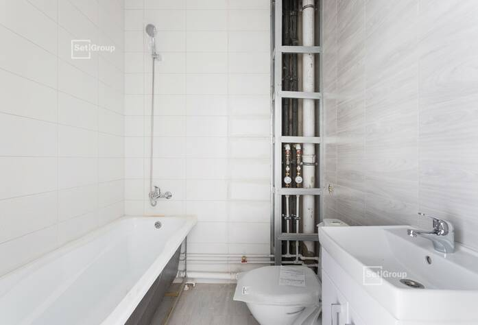 Завершены работы по устройству натяжных потолков в с/у квартир.